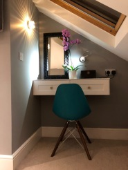 Floating Dressing table in Twickenham,  15/12/2017